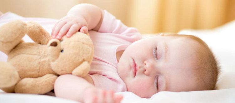 Choisir une peluche pour bébé